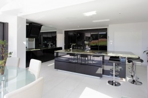 ALNO Star Vetrina in high gloss black glass with a Brazilian green bamboo granite worktops.