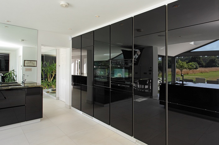 jerry designed the kitchen layout using alno star vetrina  u2013 high gloss black glass finish units and black glass end panels  the two ovens and induction hob     alno kitchen   hampshire kitchens  rh   hampshirekitchens com