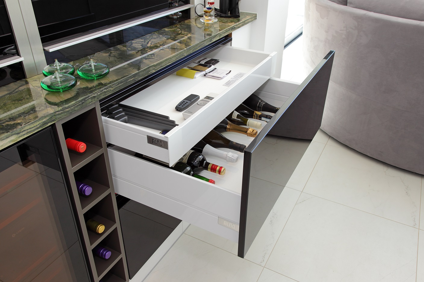 ALNO's clever storage systems mean that everything is neatly concealed yet close at hand.