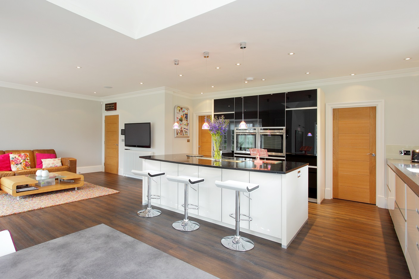The clients wanted a clean, simple space for family living. The magnolia white and high gloss black ALNO kitchen provides all the functionality and appeal the family needs.