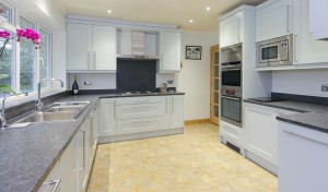 Traditional Kitchen by Hampshire Kitchens